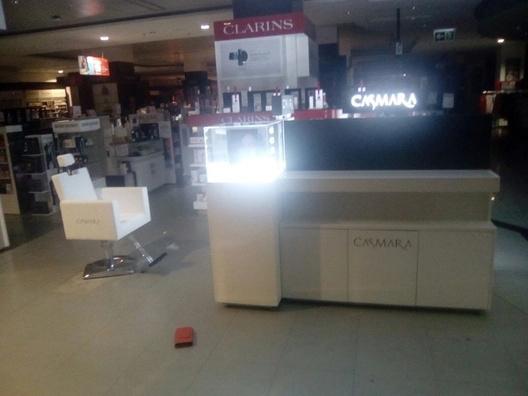 Empresa de montaje de mobiliario en centro comercial