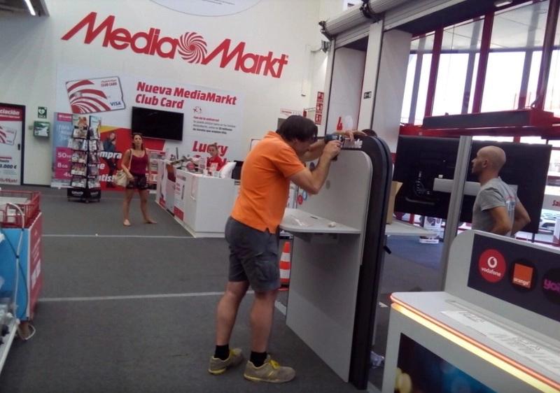 Montaje de lineales  Media Markt