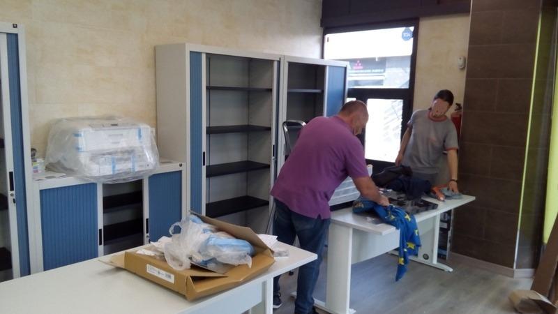 Montaje de mobiliario metálico y montadores