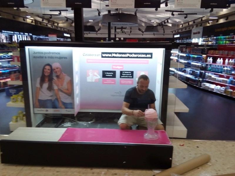 implantaci�n de mobiliario y PLV Carrefour