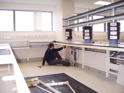 Montaje de laboratorios y mobiliario clínico en hospital