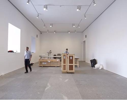 Instalación o montaje de mobiliario y obras de arte en museos