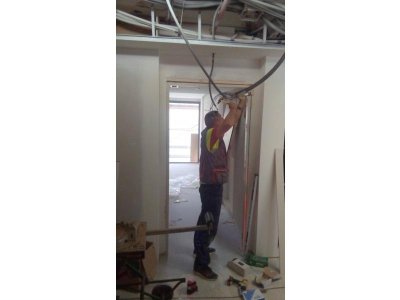 Montador de carpintería en obra
