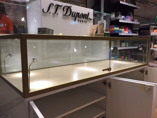 Montaje de mobiliario en comercios dupont