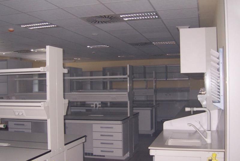 Traslado de mobiliario laboratorio y clínico