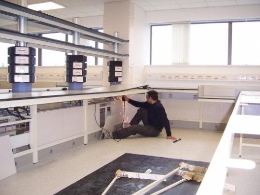 Desmontaje de muebles de laboratorio