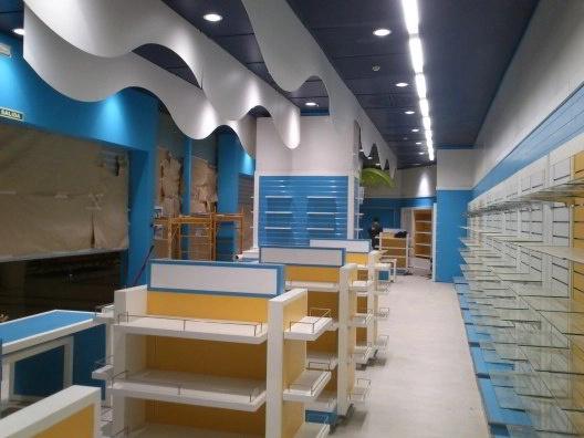 Instalación de mobiliario comercial ESTANTERIAS