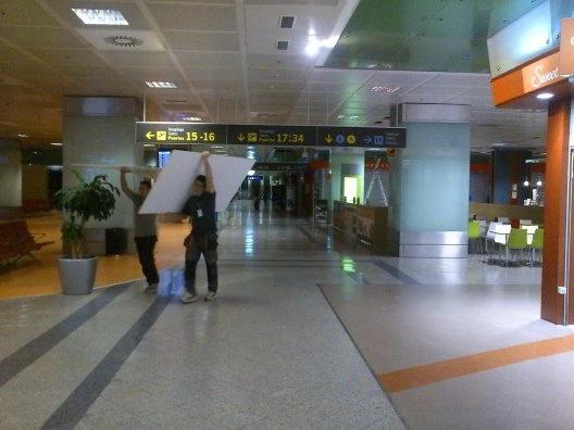 Montaje de Mobiliario para Aeropuertos e instalación de Franquicias y Tiendas DUTY FREE