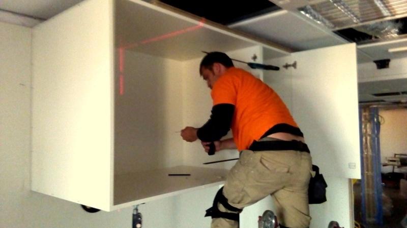 instalacion de muebles de cocina montaje de los modulos