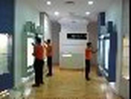 Instalación de rótulos y señalética en oficinas centros comerciales y franquicias