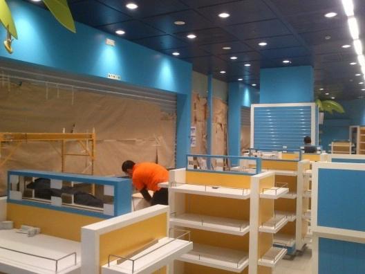 Montaje de mobiliario comercial en tiendas a nivel nacional