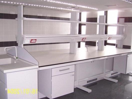 Montaje de muebles de Laboratorio