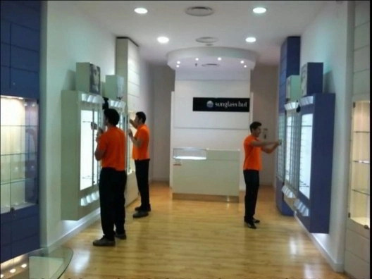 Montaje de Mobiliario para Comercios, Mostradores, Estanterias, Empanelado ect