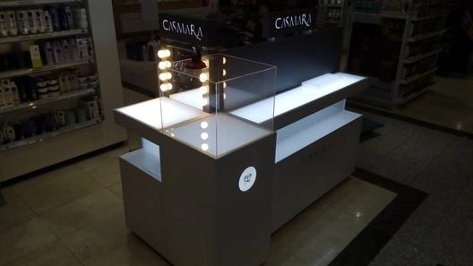 Mobiliario comercial montaje por nuestros montadores