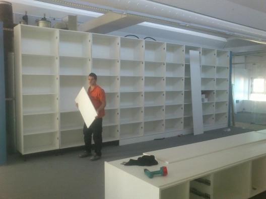 Montaje de mobiliario en oficina