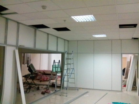 Instalación de mamparas en oficinas