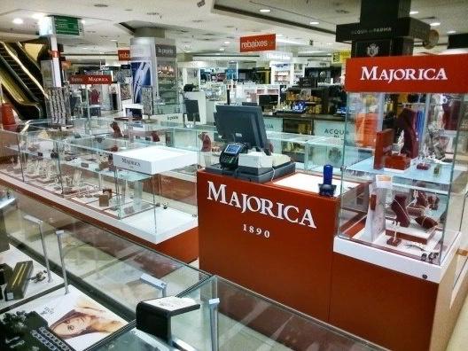 Montaje de Muebles Expositores para Tiendas incluye su retirada del antiguo