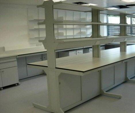 Montaje de Laboratorios Mobiliario Clínico y de Investigación